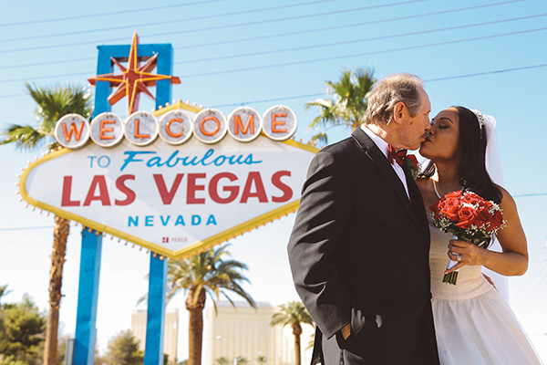 Las Vegas Sign Wedding Photos | Las Vegas Sign Wedding Ideas