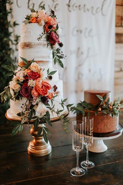 Fall Wedding Cake | Wedding Cake with Flowers | Fall Wedding Decor | Fall Wedding Ideas