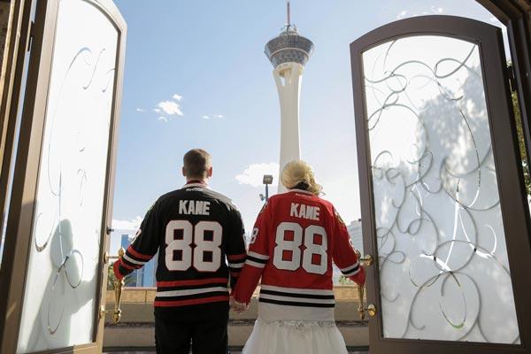 Hockey Wedding | Wedding Photo Ideas | Sports Themed Wedding Ideas