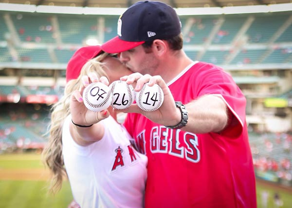 Baseball Engagement Photo Ideas | Baseball Save the Date Photo | Sports Themed Wedding Ideas